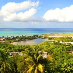 Отель On Top of The Bay пляж