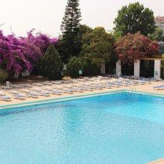 Отель Ramada by Wyndham Lisbon бассейн