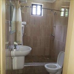 Отель Balance Sheet Hotel Гана, Мори - отзывы, цены и фото номеров - забронировать отель Balance Sheet Hotel онлайн ванная