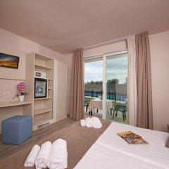 Отель Splendid Sole Манерба-дель-Гарда комната для гостей фото 4