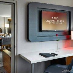 Отель Crowne Plaza JFK Airport США, Нью-Йорк - отзывы, цены и фото номеров - забронировать отель Crowne Plaza JFK Airport онлайн удобства в номере