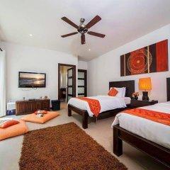 Отель Villa Ploi Attitaya 6 Bed 2 Storey Villa Near Nai Harn Beach Таиланд, Равай - отзывы, цены и фото номеров - забронировать отель Villa Ploi Attitaya 6 Bed 2 Storey Villa Near Nai Harn Beach онлайн комната для гостей фото 4