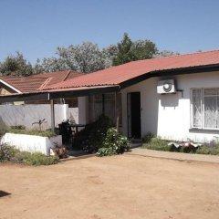 Отель Brackendene Lodge Guesthouse Extension 12 Ботсвана, Габороне - отзывы, цены и фото номеров - забронировать отель Brackendene Lodge Guesthouse Extension 12 онлайн парковка