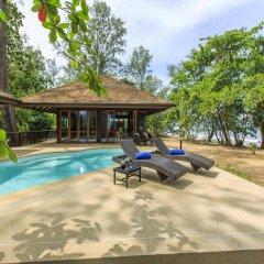 Отель Koh Jum Beach Villas бассейн