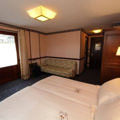 Hotel Petit Prince сейф в номере
