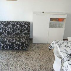 Отель Apartamentos Flomar Испания, Л'Эстартит - отзывы, цены и фото номеров - забронировать отель Apartamentos Flomar онлайн комната для гостей фото 4