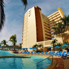 Отель Las Flores Beach Resort бассейн
