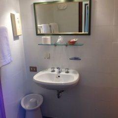 Отель Alla Fiera Италия, Падуя - отзывы, цены и фото номеров - забронировать отель Alla Fiera онлайн ванная фото 2