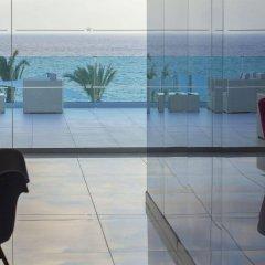 King Evelthon Beach Hotel & Resort пляж