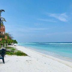 Отель Airport Comfort Inn Premium Мальдивы, Мале - отзывы, цены и фото номеров - забронировать отель Airport Comfort Inn Premium онлайн пляж фото 2