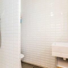 Отель Cosy in Belleville ванная