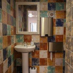 Отель Villa Kadriorg Hostel Эстония, Таллин - отзывы, цены и фото номеров - забронировать отель Villa Kadriorg Hostel онлайн ванная фото 2