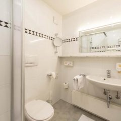 Hotel Fischerwirt Исманинг ванная фото 2