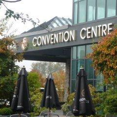 Отель Executive Hotel & Conference Center, Burnaby Канада, Бурнаби - отзывы, цены и фото номеров - забронировать отель Executive Hotel & Conference Center, Burnaby онлайн приотельная территория