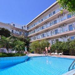 Отель Ntanelis бассейн
