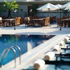 Отель Movenpick Hotel & Apartments Bur Dubai ОАЭ, Дубай - отзывы, цены и фото номеров - забронировать отель Movenpick Hotel & Apartments Bur Dubai онлайн бассейн