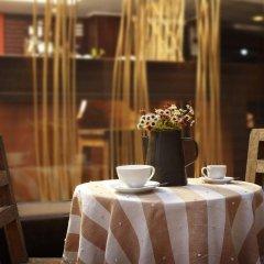 Отель Pannee Lodge Таиланд, Бангкок - отзывы, цены и фото номеров - забронировать отель Pannee Lodge онлайн гостиничный бар