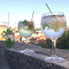 Отель YOURS GuestHouse Porto гостиничный бар