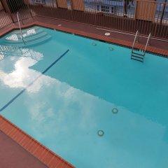 Отель Hollywood Inn Express North Лос-Анджелес бассейн