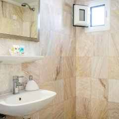 Отель Sofia Hotel Santorini Греция, Остров Санторини - отзывы, цены и фото номеров - забронировать отель Sofia Hotel Santorini онлайн ванная фото 2