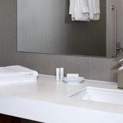 Отель Courtyard by Marriott Downtown Toronto Канада, Торонто - отзывы, цены и фото номеров - забронировать отель Courtyard by Marriott Downtown Toronto онлайн ванная фото 2