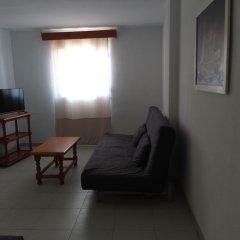 Отель Apartamentos Mary Испания, Фуэнхирола - отзывы, цены и фото номеров - забронировать отель Apartamentos Mary онлайн комната для гостей