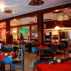 Отель Sunils Beach Hotel Colombo Шри-Ланка, Хиккадува - отзывы, цены и фото номеров - забронировать отель Sunils Beach Hotel Colombo онлайн гостиничный бар