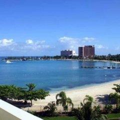 Отель Beach Side Condos at Turtle Beach Towers Ямайка, Очо-Риос - отзывы, цены и фото номеров - забронировать отель Beach Side Condos at Turtle Beach Towers онлайн балкон