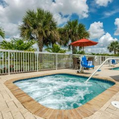 Отель Comfort Suites Sarasota - Siesta Key бассейн