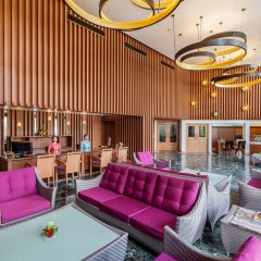Отель Beyond Resort Karon гостиничный бар