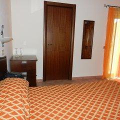 Hotel Piscina La Suite Фонди удобства в номере