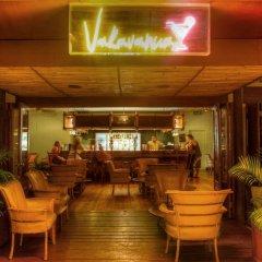 Отель Outrigger Fiji Beach Resort Фиджи, Сигатока - отзывы, цены и фото номеров - забронировать отель Outrigger Fiji Beach Resort онлайн гостиничный бар
