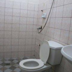 Отель Pere Aristo Guesthouse Филиппины, Мандауэ - отзывы, цены и фото номеров - забронировать отель Pere Aristo Guesthouse онлайн ванная фото 2