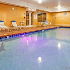 Отель Holiday Inn Express & Suites Somerset Central бассейн