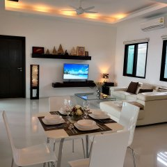 Отель Inaya Pool Villa Rawai комната для гостей