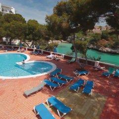 Cala Ferrera Hotel бассейн
