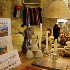 Отель Rocky Mountain Hotel Иордания, Вади-Муса - отзывы, цены и фото номеров - забронировать отель Rocky Mountain Hotel онлайн питание