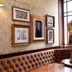 Отель The Wellington Hotel Великобритания, Лондон - 6 отзывов об отеле, цены и фото номеров - забронировать отель The Wellington Hotel онлайн гостиничный бар фото 3