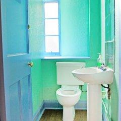 Отель Cowgate Tourist Hostel Великобритания, Эдинбург - отзывы, цены и фото номеров - забронировать отель Cowgate Tourist Hostel онлайн ванная фото 2