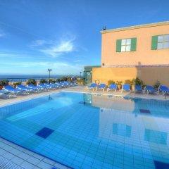 Отель Golden Tulip Vivaldi Hotel Мальта, Сан Джулианс - 2 отзыва об отеле, цены и фото номеров - забронировать отель Golden Tulip Vivaldi Hotel онлайн бассейн фото 3