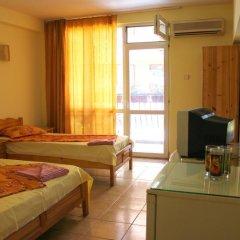 Отель Fener Guest House Поморие комната для гостей фото 3