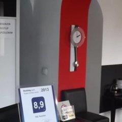 Отель TSC Pansion сейф в номере