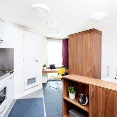 Отель Modern Student-Only Studios by Angel High Street Лондон комната для гостей фото 3