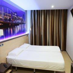 Отель Hostal Flores Барселона комната для гостей фото 5