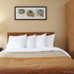 Отель Comfort Inn Kirkland Lake сейф в номере