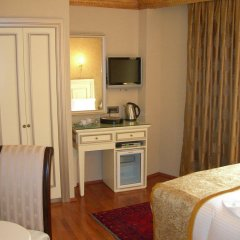 Maywood Hotel в номере
