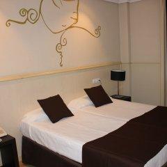 Отель Suites Feria de Madrid комната для гостей
