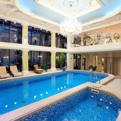 Queen's Court Hotel &Residence бассейн
