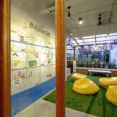 Liveitup Chitlom Hostel Бангкок интерьер отеля