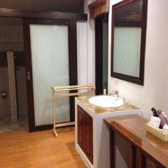 Отель The Hip Resort @ Khao Lak ванная фото 2